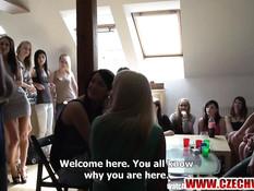 Лысому парню повезло оттрахать целую компанию чешских девушек