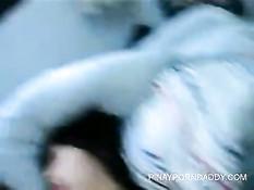 Молодой человек засадил член в волосатую киску азиатской девке