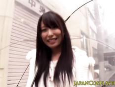 Японская любительница косплея Chika Arimura сосёт мужчине член