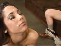 Сперма стекает по милому личику молодой брюнеточки Reena Sky