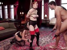 Двух связанных секс рабынь отхлестали плетью и жёстко отъебали