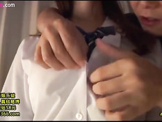 Парень отодрал японскую студентку вибратором в волосатую письку