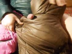 Гомосексуалист подрочил хуй чужой курткой и бурно кончил на неё