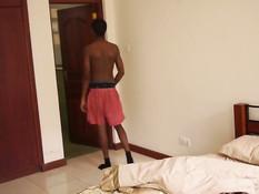Худой темнокожий гей намазывает член маслом и дрочит на кровати