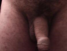 Мужчина гей играет со своим членом и снимает это на видеокамеру