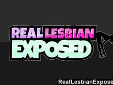 Две блондинки лесбиянки жадно отлизывали письки на диванчике