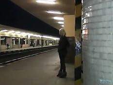 Он снял на остановке блондиночку с хвостиком и оттрахал в вагоне