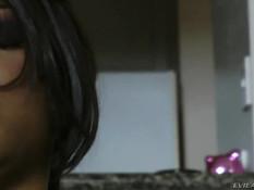 Сексуальная мулатка Imani Rose доставляет удовольствие белому