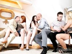 Три развратные европейские пары устраивают жёсткую свинг оргию