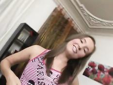 20-летняя русская девушка выебана в сочную киску и рабочий анус