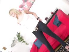 19-летняя русская блондинка Ксения на кастинге оттрахана в попу