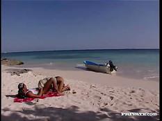 Анальный секс на тропическом пляже с блондинкой Henriette Blond