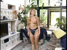Немецкая девчонка с косичками оттрахана в анус и сладкую киску