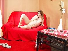 Беременная девушка снимает халат и мастурбирует двумя игрушками