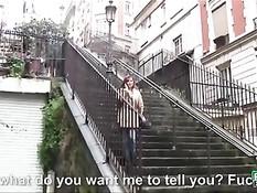 Французская брюнетка с большой грудью за деньги готова на секс