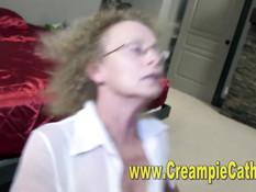 Кудрявую блондинку вместе с брюнеткой оттрахали на свинг пати