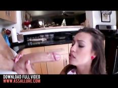 Девушка с интимной стрижкой Kelsi Monroe выебана в рабочий анус