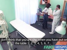 Рыжую пациентку в клинике трахает во влагалище похотливый врач