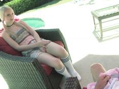 Юная блондинка с хвостиками Lily Rader выебана в волосатую писю