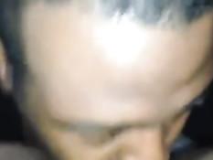 Чернокожий парень вылизывает большой клитор смуглой подружке