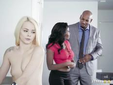 Негр трахает горячую жену мулатку и молодую блондинку Elsa Jean