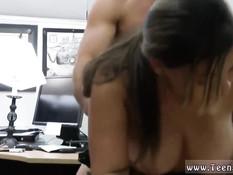 Мужчина оттрахал на столе в кабинете возбуждённую полицейскую