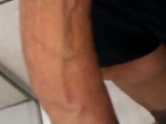 Гей достал свой длинный возбуждённый пенис и принялся дрочить