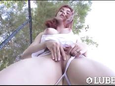 Рыжая девка Anny Aurora натирает тело маслом и ебётся с мужиком