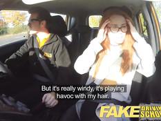 Инструктор по вождению ебёт в машине очкастую девку Ella Hughes