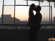 Бешеный секс мужчины с горячей грудастой шатенкой Valerie Baber