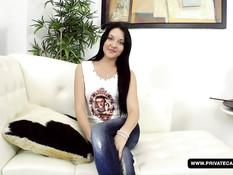 Молодая русская брюнеточка Jenna Carlton хочет анального секса