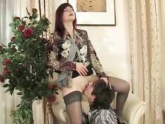 Возбуждённый паренёк отодрал на кресле рыжую русскую дамочку
