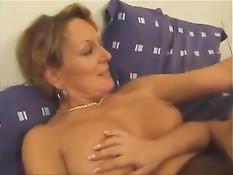 Зрелая французская лесбиянка занимается любовью с блондинкой