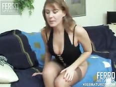 Влюблённая брюнеточка отлизала киску зрелой русской лесбиянке