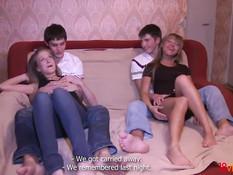 Две молодые русские парочки решили собраться и заняться свингом