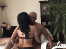 Три немецкие свинг пары собираются вместе на частную вечеринку