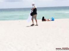 Пожилые мужчины свингеры втроём оттрахали латинскую девчонку
