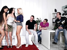 Красивый групповой секс трёх развратных молодых пар свингеров