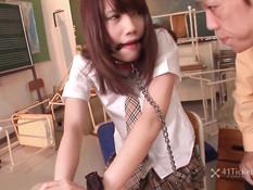 Японскую девку Ageha Kinoshita ебут вибраторами и дают отсосать
