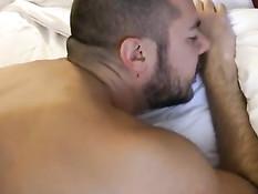 Пожилой гей с седой бородой оттрахал в очко волосатого приятеля