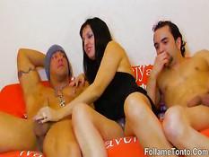 Зрелая брюнетка Sonia Rox занимается сексом с двумя любовниками
