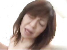 Японская женщина с обвисшей грудью отсасывает и ебётся с парнем