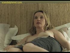 Эротическая постельная сцена со зрелой блондиночкой Julie Delpy