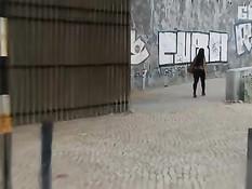 Девушка в маске занимается с парнем сексом и записывает на видео