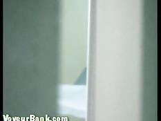 Скрытая камера в кабинете гинеколога сняла чисто выбритую киску