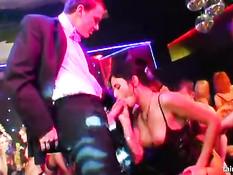 Сексуальные порно звёзды трахаются на секс вечеринке в казино