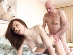 Молодая жена очень хочет секса и пристаёт к своему пожилому мужу