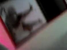 Снимает на камеру, как девушка скачет на члене в позе наездницы