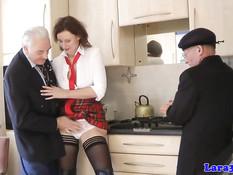 Сексуально озабоченные дедули отодрали английскую даму Лару