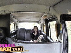 Рыжая пассажирка занимается лесби сексом с развратной таксисткой